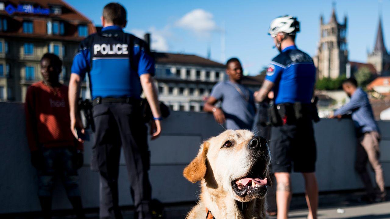 Avec sa pétition, le PLR lausannois apporte son soutien à la police face au deal de rue. [Jean-Christophe Bott - Keystone]