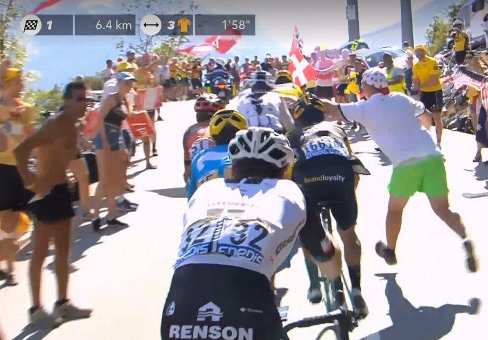 Chris Froome a subi une agression dans l'ascension vers l'Alpe d'Huez. [RTS]