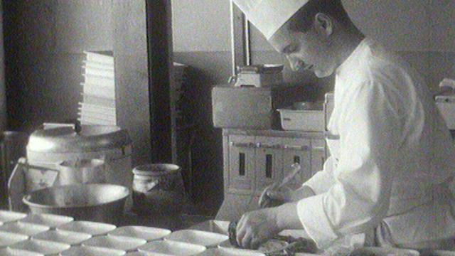 Les cuisines de Swissair en 1962. [RTS]