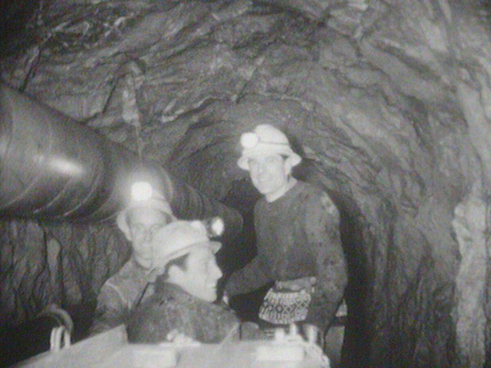 Percement du tunnel du Dard sur la commune d'Ollon (muet) [RTS]