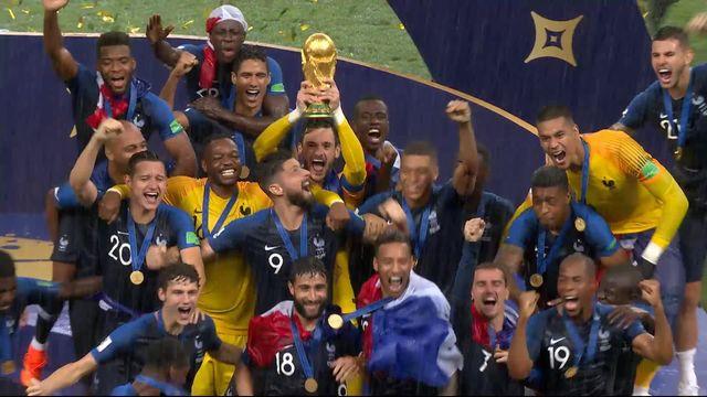 Finale, France - Croatie 4-2: la joie des joueurs lors de la remise de la coupe [RTS]