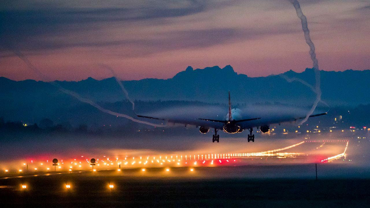 Le trafic de l'aéroport de Zurich va être gelé au niveau actuel en soirée. [Christian Merz - Keystone]
