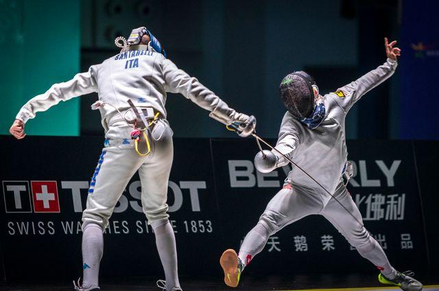 Le Suisse Max Heinzer (R) lors du match gagné contre l'Italie aux championnats du monde d'escrime à Wuxi, en Chine. [Aleksandar Plavevski - EPA]