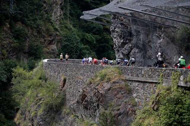 L'étape du jour du Tour de France gravira six cols dans les Pyrénées. [Christophe Ena - AP Photo]