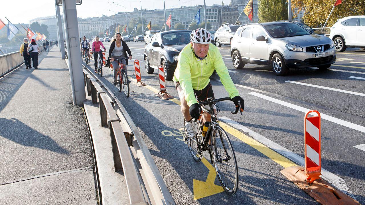Les accidents causés par des vélos ont engendré des coûts externes de près d'un demi-milliard de francs en 2015. [Salvatore Di Nolfi - Keystone]