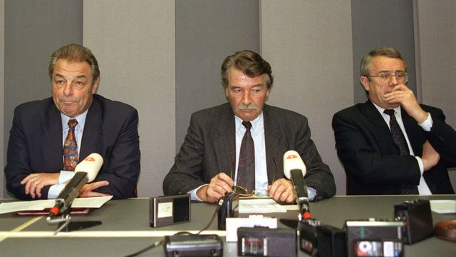 Les conseillers fédéraux Delamuraz, Felber et Kohler à l'heure de la défaite sur l'EEE, le 6 décembre 1992. [STR - Keystone]