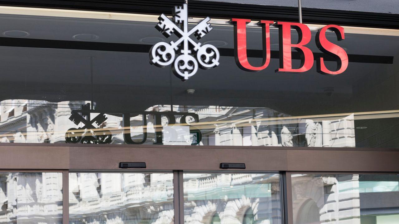 L'entrée de la banque UBS, sur la Paradeplatz de Zurich. [Gaetan Bally - Keystone]