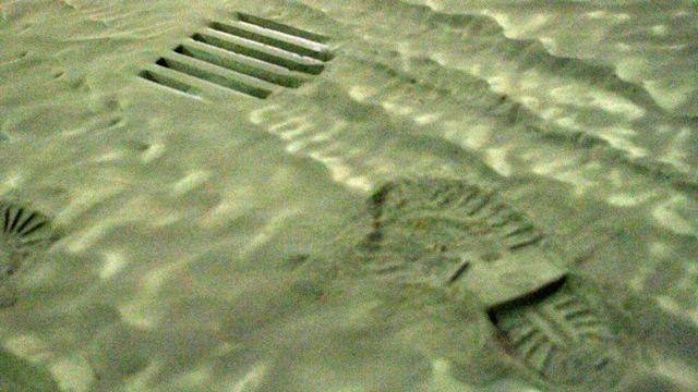 Les cambrioleurs laissent parfois des traces de semelles sur leur passage. [Ingolfur Juliusson - Reuters]