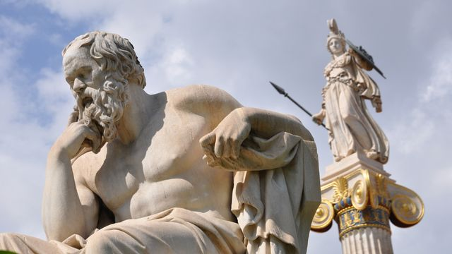 Statues de Socrate et Athéna. [gmoulart - Fotolia]