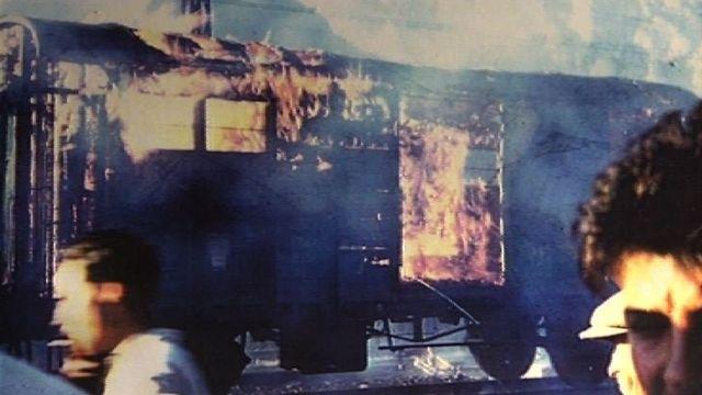 Wagons incendiés lors de la révolte des producteurs d'abricots valaisans de 1953. [RTS]