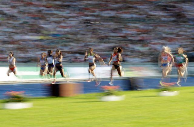 Mujinga Kambudji (au centre) n'a pas réussi la course parfaite. [Matthias Schrader - Keystone]