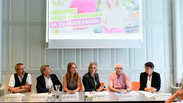 """Le comité de l'initiative """"Fair Food"""" à Berne. [Anthony Anex - Keystone]"""
