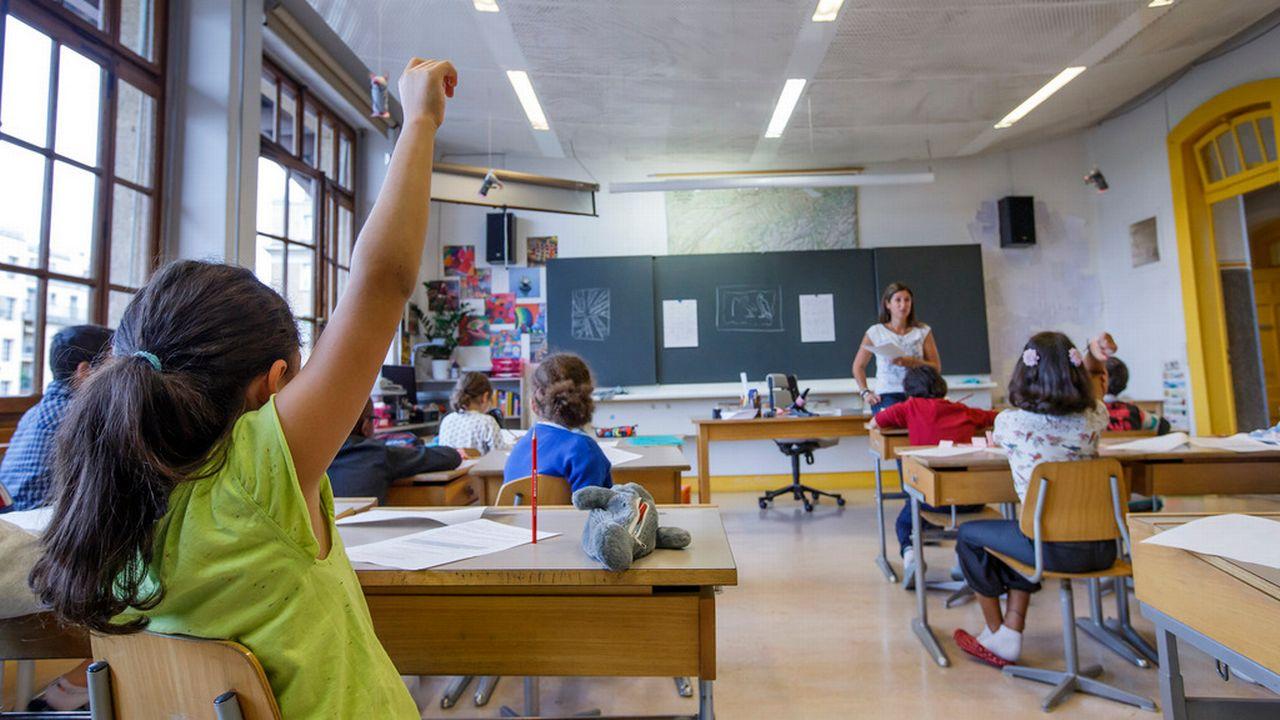 """Les syndicats des enseignants neuchâtelois lancent une initiative cantonale baptisée """"Pour une école équitable et efficiente"""". [Salvatore Di Nolfi - Keystone]"""