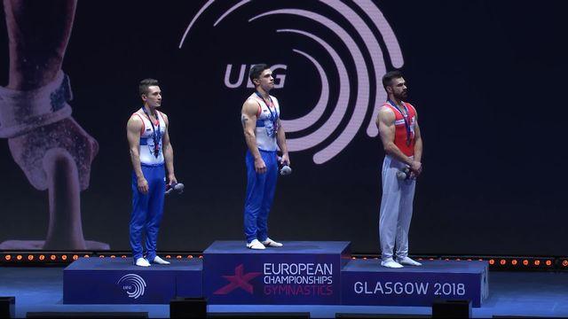 Gymnastique, barres parallèles: la joie du Suisse lors de la remise de sa médaille de bronze [RTS]