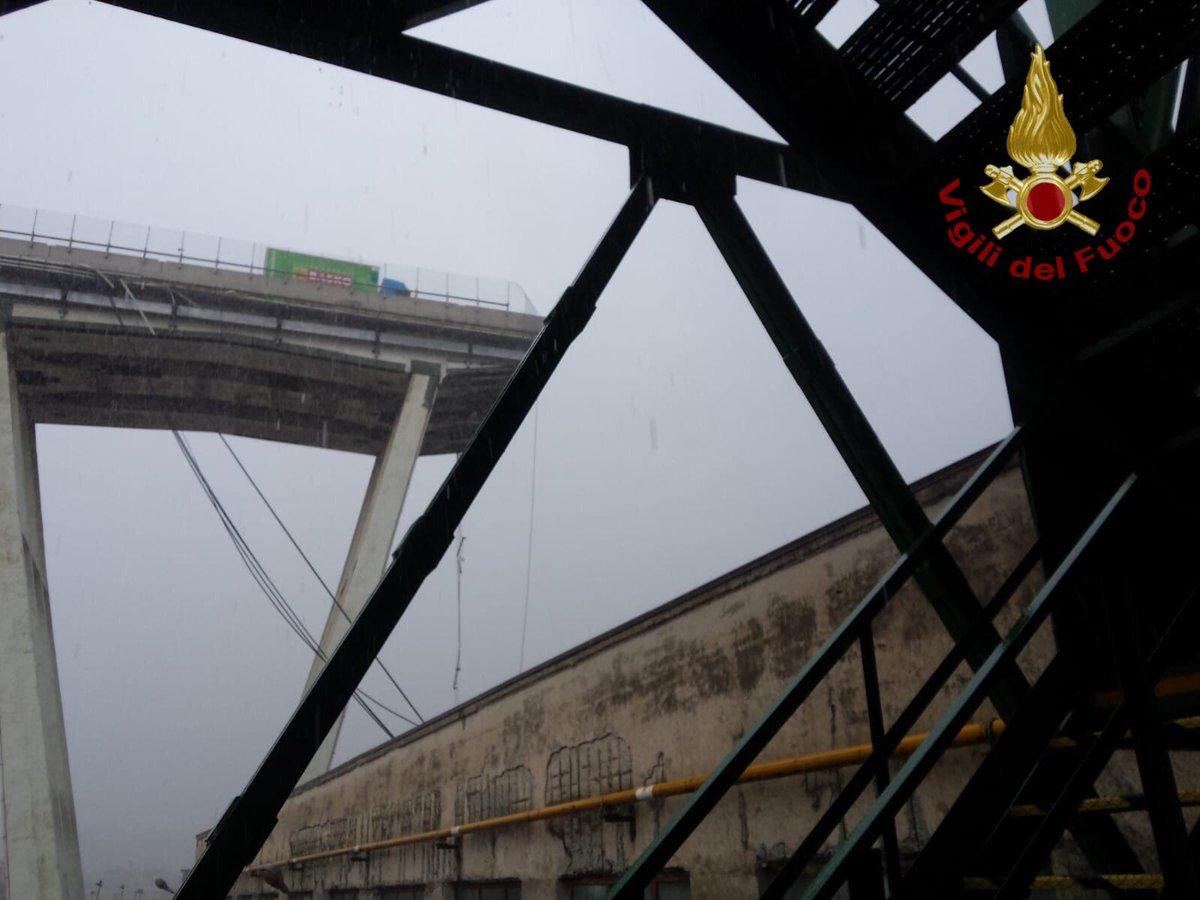 L'effondrement d'un pont fait plusieurs morts (vidéo) — Italie