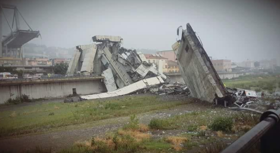 Un viaduc de l'autoroute A10 s'effondre à Gênes — Italie