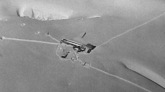 L'avion Dakota C-53 américain abîmé sur le glacier du Gauli. [RTS]