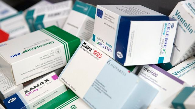 En France, 530 médicaments étaient en situation de rupture de stock en 2017. [Peter Schneider - Keystone]