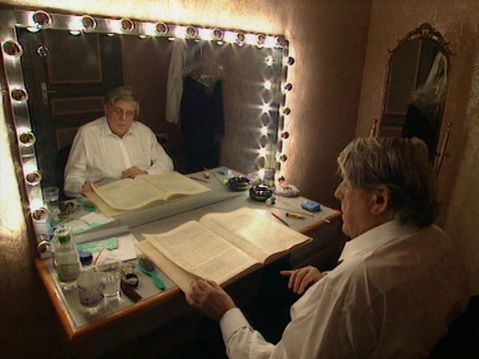 Avec Armin Jordan dans les coulisses du Victoria Hall à Genève.