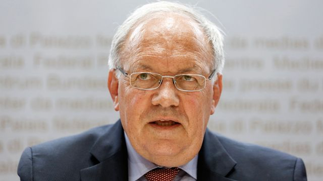 Le conseiller fédéral Johann Schneider-Ammann devant les médias le 21 août 2018. [Peter Klaunzer - Keystone]