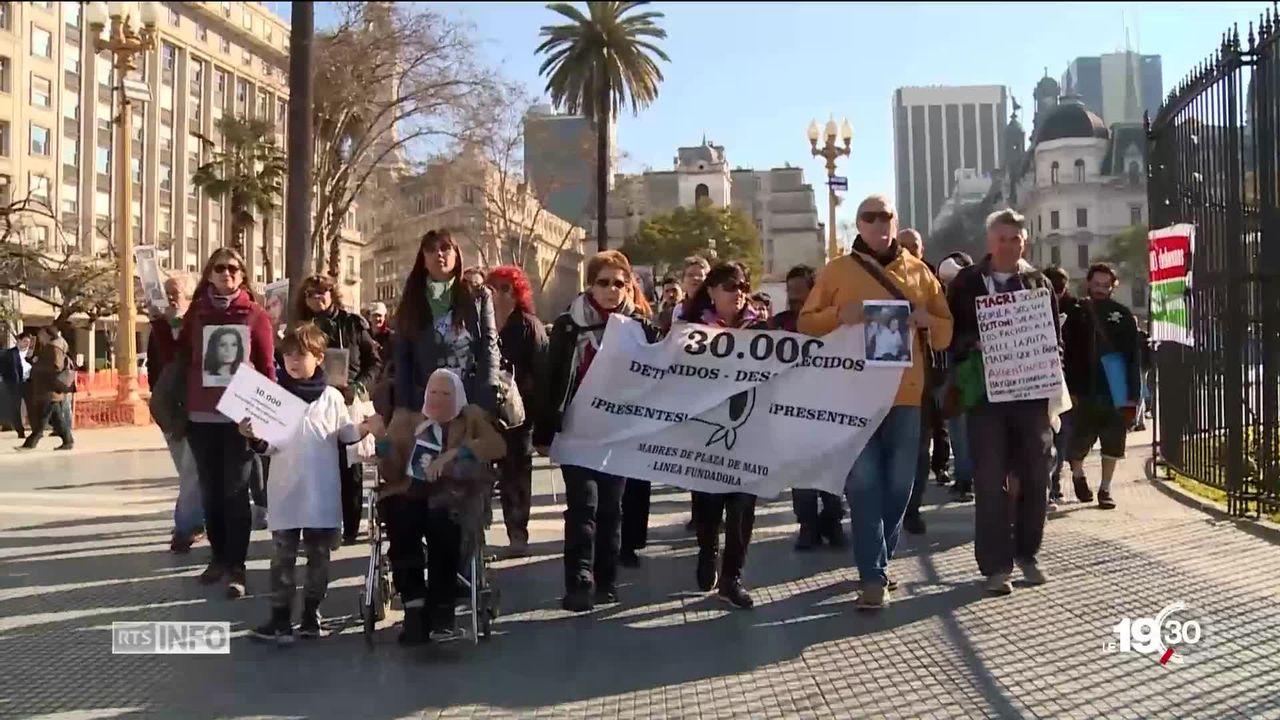 De plus en plus d'Argentins réclament la séparation de l'Eglise et de l'Etat. Un mouvement d'apostasie collective voit le jour. [RTS]