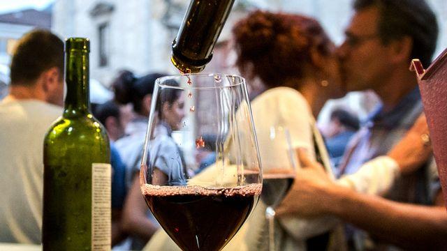 Boire un seul verre d'alcool par jour comporte déjà un risque pour la santé, selon une étude. [Carlo Reguzzi - Ti-Press/Keystone]