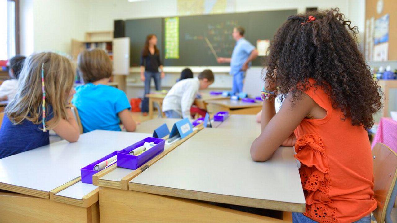 Les pétitionnaires s'inquiètent de l'augmentation du nombre d'élèves dans les classes. [Christian Brun - Keystone]