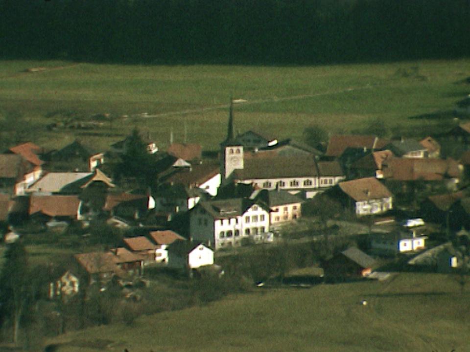 Le village gruérien de Grandvillard en 1975. [RTS]