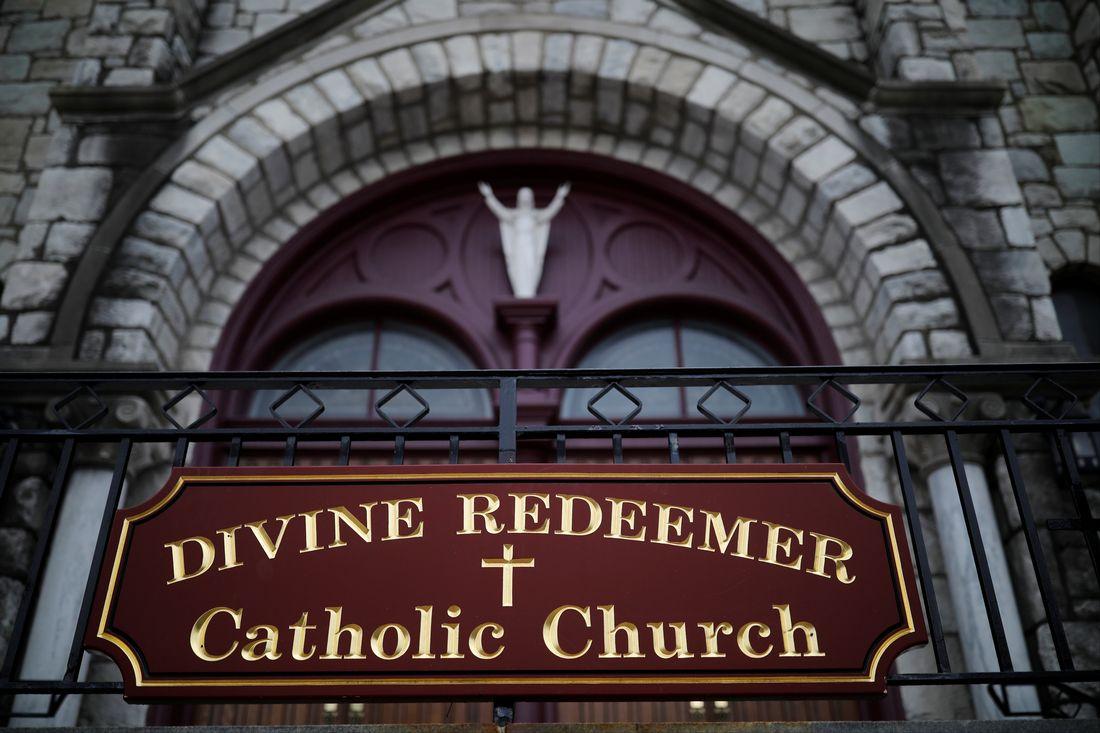 L'entrée de l'église Divin Rédempteur à Mont Carmel en Pennsylvanie.