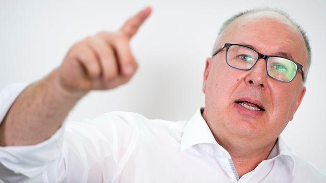Le conseiller d'Etat vaudois Pierre-Yves Maillard a annoncé un plafonnement des primes à 12% dès le mois de septembre 2018. [Laurent Gillieron - Keystone]