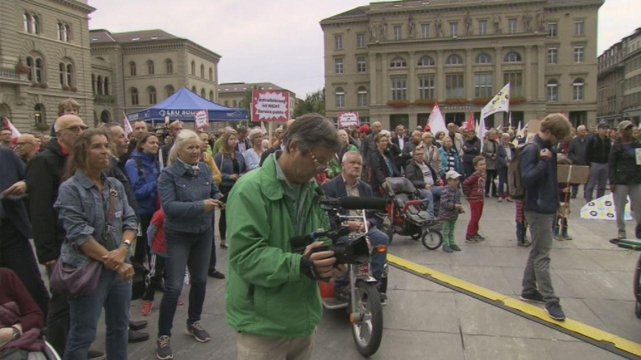 Manifestation pour garder la radio à Berne [RTS]