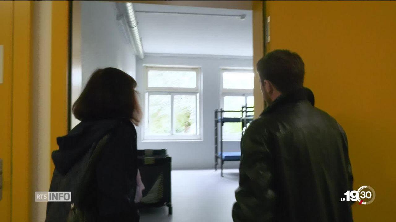 Le centre d'accueil de Boudry (NE) se présente au public. [RTS]