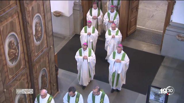 La Conférence des évêques suisses prend des mesures contre les abus sexuels. Ils seront dorénavant systématiquement dénoncés. [RTS]