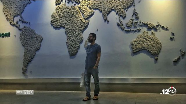 Portrait de Hassan Al Kontar, réfugié syrien bloqué à l'aéroport de Kuala Lumpur depuis six mois. [RTS]