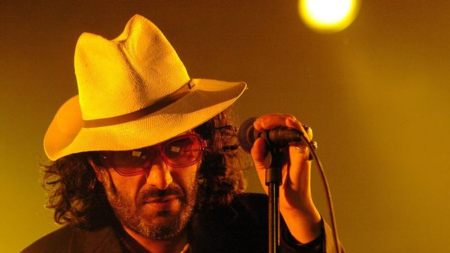 Le chanteur Rachid Taha en concert au Paléo Festival de Nyon en 2005. [Sandro Campardo - Keystone]