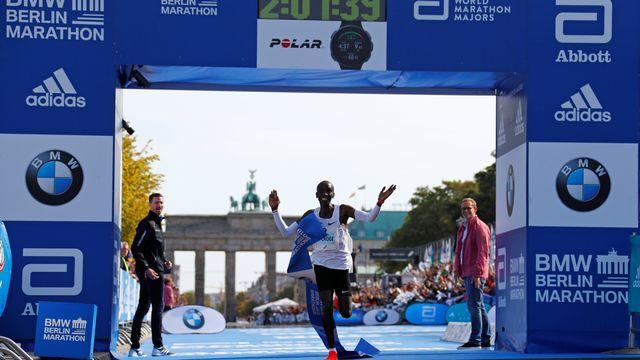 Eliud Kipchoge pulvérise le record mondial de marathon. [Reuters]