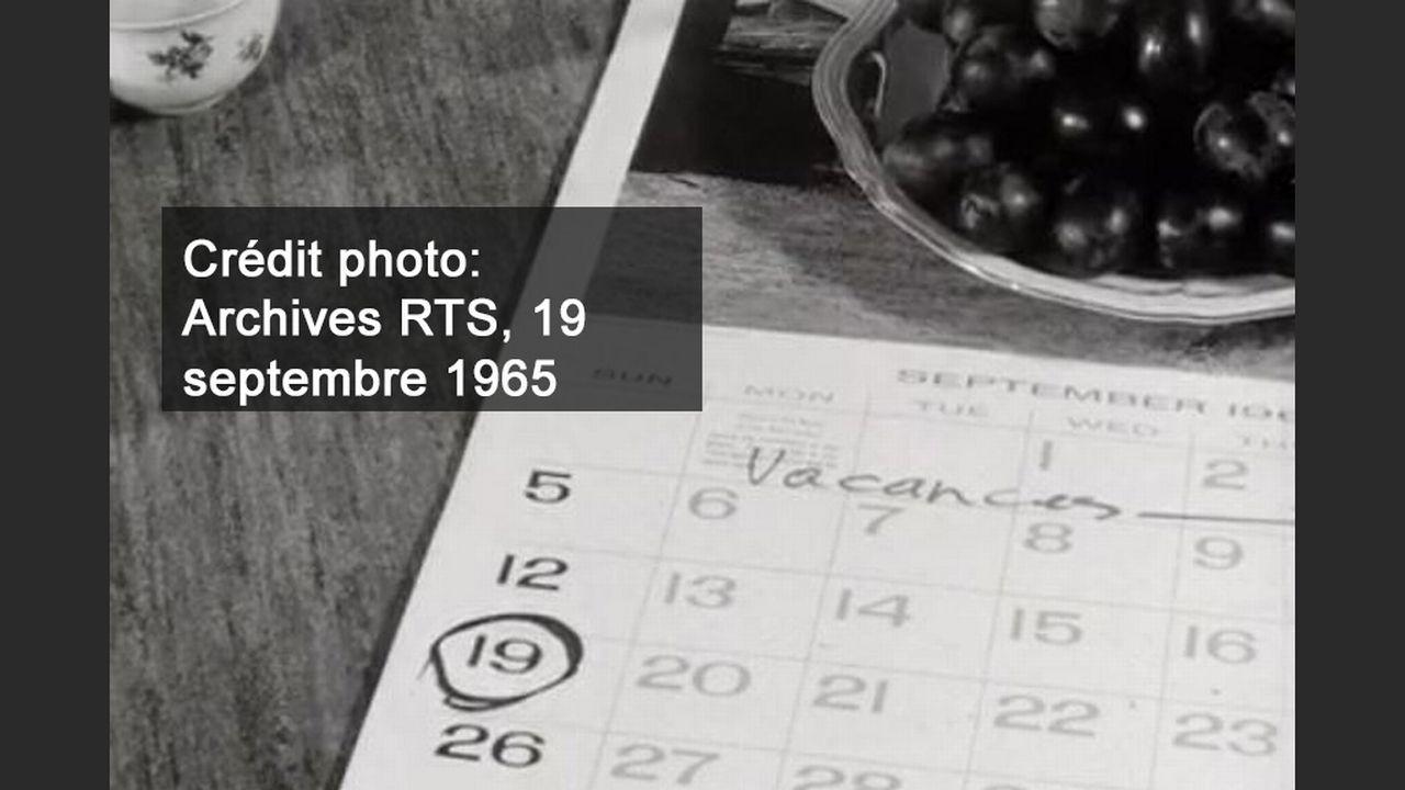 Un calendrier de 1965 avec un grand bol de pruneaux. [RTS]