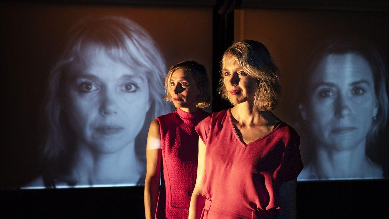 """La pièce """"Photographie de A"""" mis en scène et jouée par Ariane Moret. [Mario Del Curto - lemonlake/DR]"""