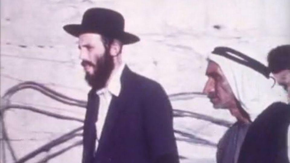 Juifs et Palestiniens dans les territoires occupés en 1977. [RTS]