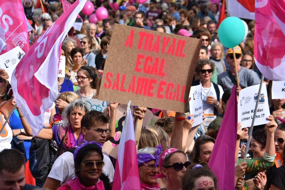 Vingt mille personnes ont manifesté pour l'égalité à Berne samedi. [Gaël Klein - RTS]
