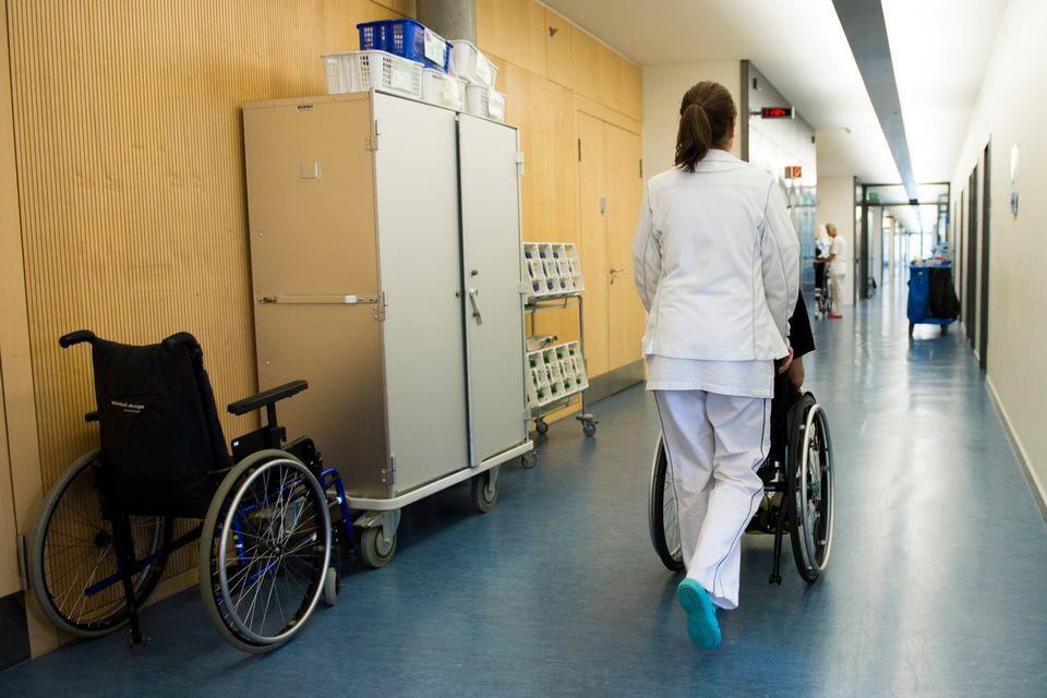 L'étude américaine pourrait constituer un espoir pour les personnes paraplégiques. (image d'illustration) [Jean-Christophe Bott - KEYSTONE]