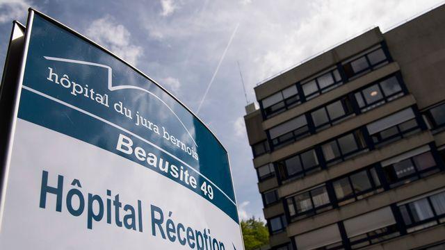 Une vue de l'Hôpital du Jura Bernois, le 23 mai 2017, à Moutier. [Jean-Christophe Bott - Keystone]