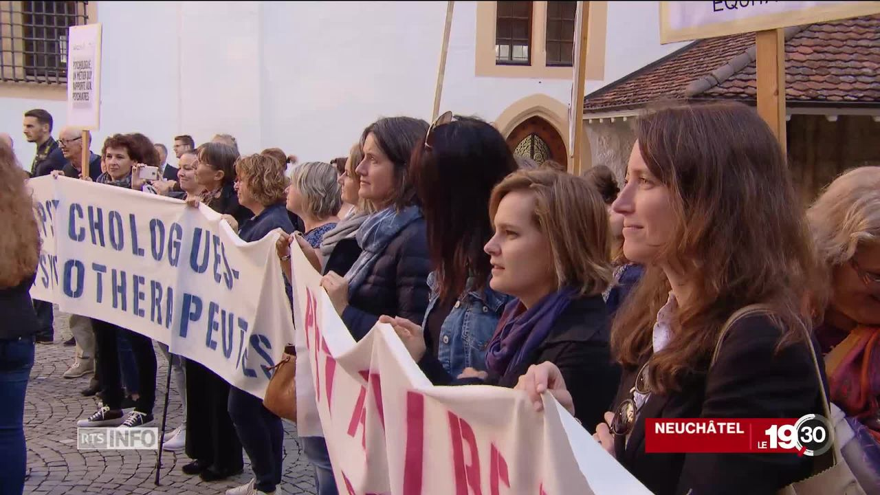 """Les psychologues protestent contre le système de rémunération dit """"de délégation"""". [RTS]"""