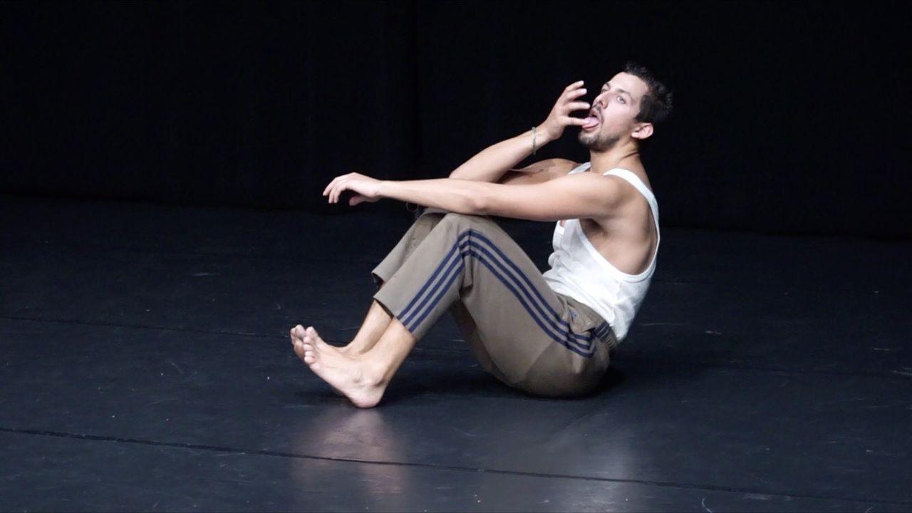 """Le danseur genevois Kiyan Khoshoie dans """"Grand Ecart"""". [Philippe Leone - DR]"""