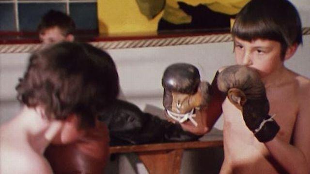 Elèves de l'école de boxe de Charly Bühler en 1973 [RTS]