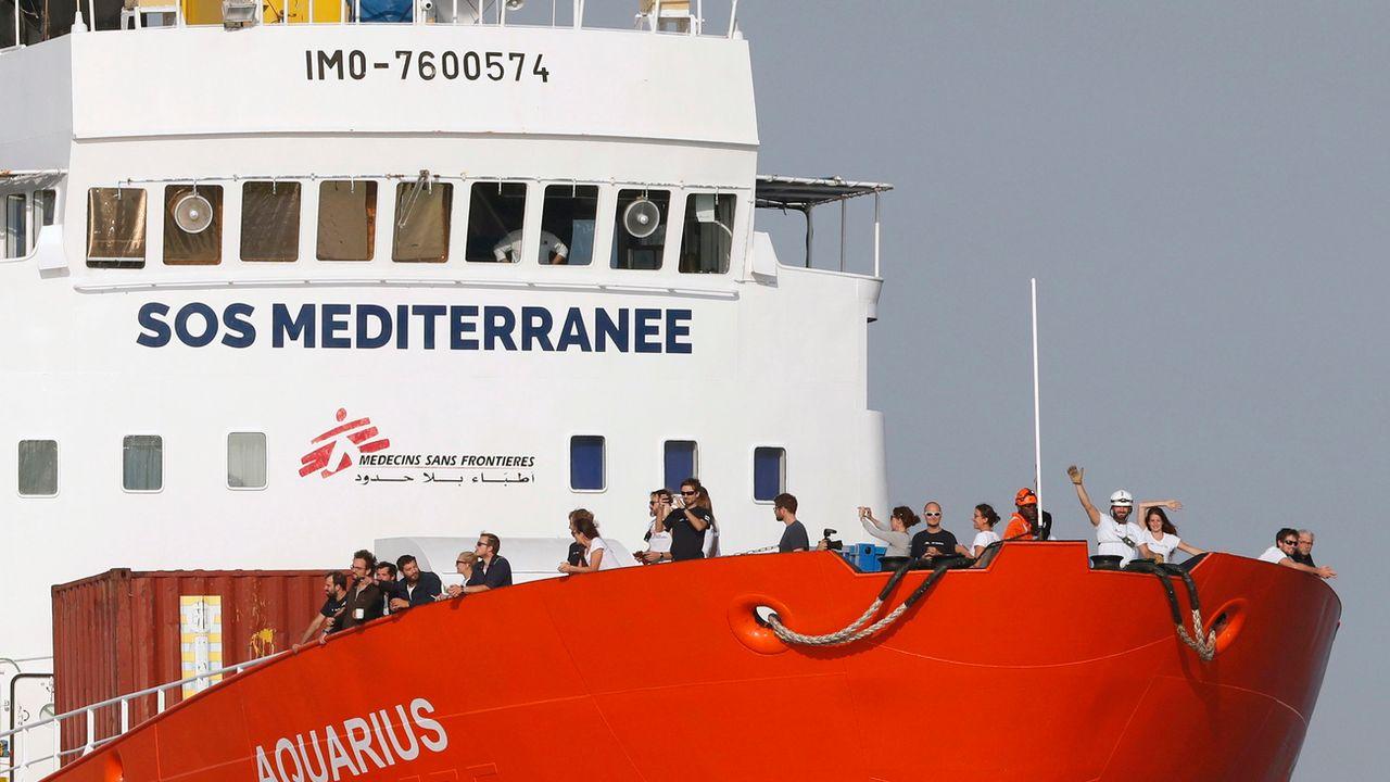 """Le navire """"Aquarius"""" de l'ONG SOS Méditerranée, photographié ici dans le port de Marseille le 29 juin 2018. [Guillaume Horcajuelo - EPA/Keystone]"""