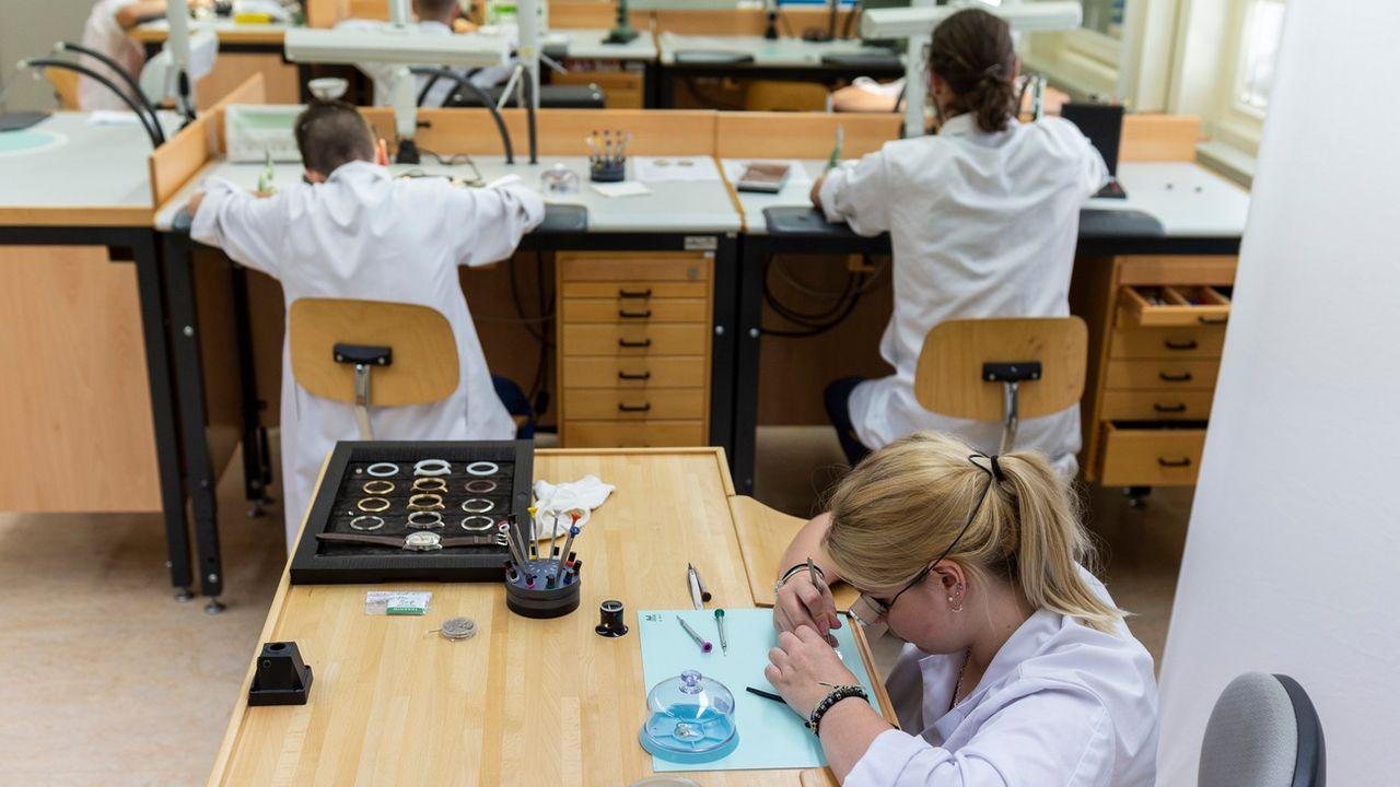 La plupart des étudiants concernés suivent leur cursus au Centre interrégional de formation des Montagnes neuchâteloises (photo) et au Centre professionnel du Littoral neuchâtelois. [Patrick Huerlimann - Keystone]