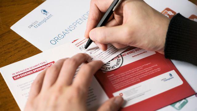 Le Registre national du don d'organes offre une alternative à la traditionnelle carte de donneurs. [Christian Beutler - Keystone]