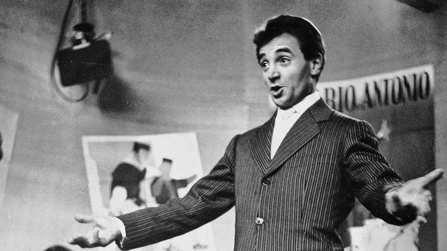 Charles Aznavour dans les studios de la TSR. [Jaques Margot - RTS]