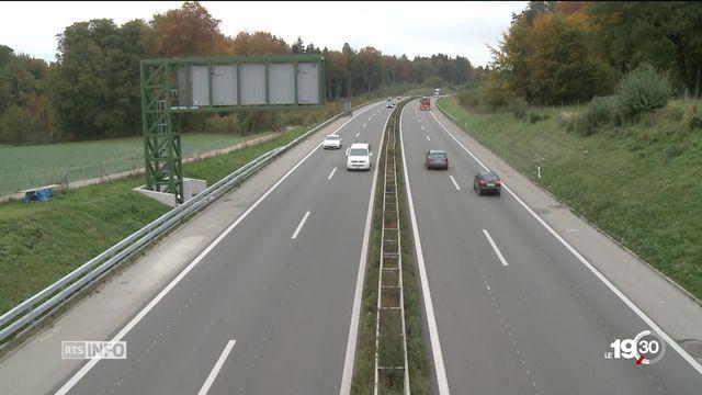 Le covoiturage peine à s'imposer. Une solution est proposée à la frontière franco-suisse aux portes de Genève. [RTS]